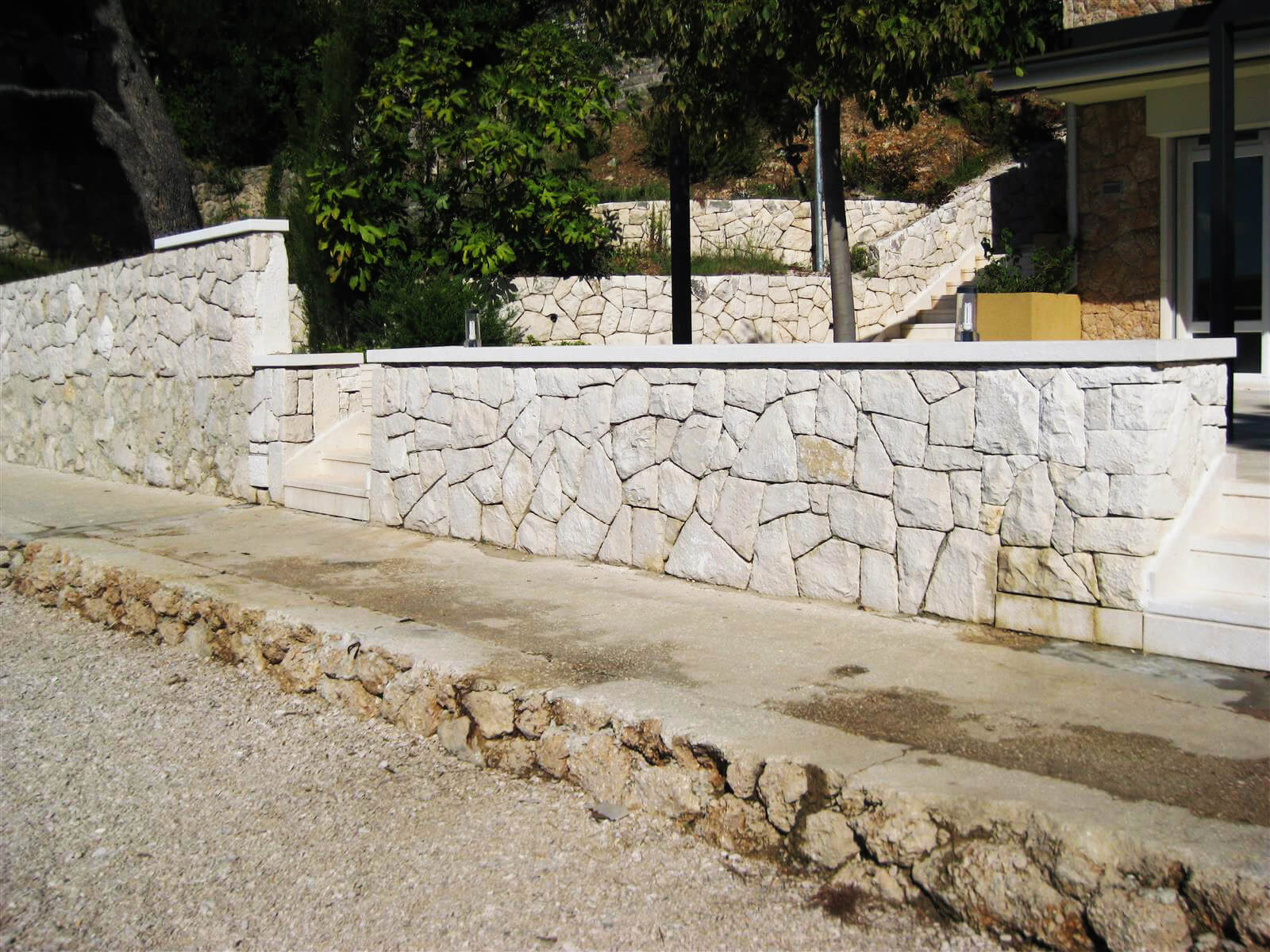 Samostojeći kameni zid